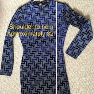 PRIVY body-hugging Open-back Dress Blue with Gold